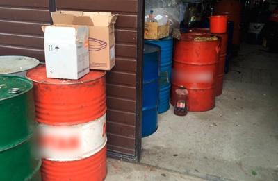 Предприимчивый черновчанин дома разливал масло в бутылки