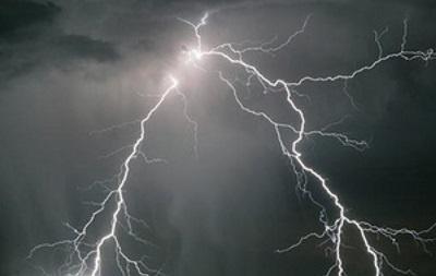 У Чернівцях через блискавку знеструмило кілька вулиць