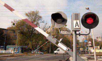 Водитель маршрутки на Буковине сбил шлагбаум на железнодорожном перегоне