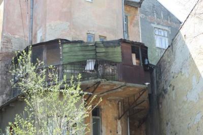 Мерія Чернівців відремонтувала лише 25 балконів з 311 запланованих