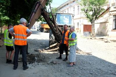 Вулицю Хмельницького у Чернівцях таки почали ремонтувати (ФОТО)