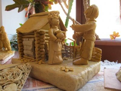 На дитячій виставці у Чернівцях презентували мініатюрні скульптури людей та будинків (ФОТО)