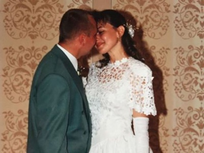 Нардеп Оксана Продан з Чернівців показала своє весільне фото 20-річної давності