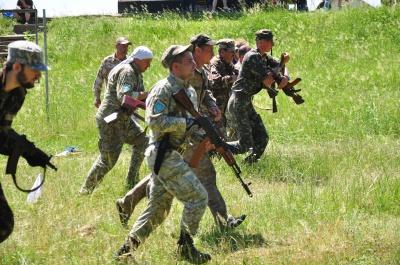 На військових зборах на Буковині жінок та чиновників вчать стріляти (ФОТО)