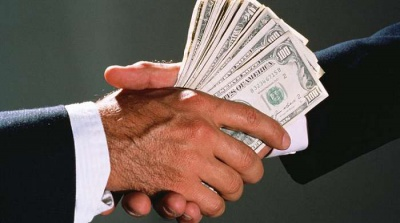 Чиновника на Буковині оштрафували за хабар у 14 тисяч доларів