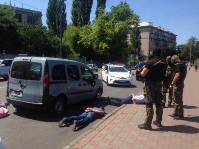 У центрі Києва відбулося затримання із стріляниною