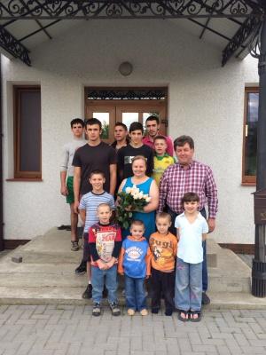 Семья из Буковины приняла на воспитание сразу семеро детей