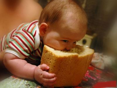 Чому небезпечно їсти свіжий хліб