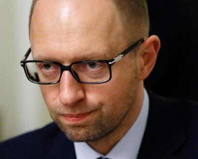 """Яценюк: Противники приватизації хочуть і далі """"висмоктувати"""" гроші з держпідприємств"""