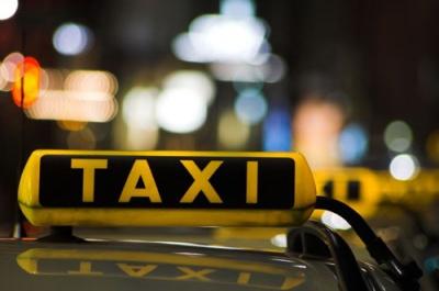 Автомобіль у таксиста у Чернівцях відібрав п'яний молодик, - міліція