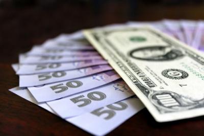 НБУ знизив офіційний курс гривні майже на 40 копійок