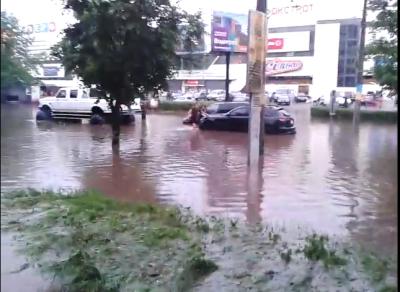 Чернівчани поширюють у соцмережах нові відео повені (відео)