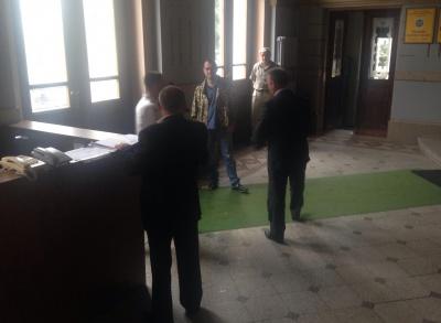 Охоронці Чернівецької ОДА не пускали депутата облради