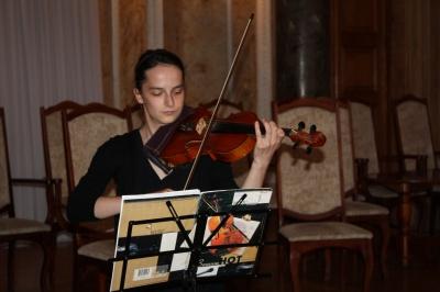 Музиканти ЧНУ збирали гроші на АТО