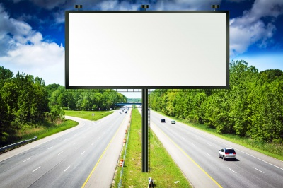 В Україні можуть заборонити рекламу на автошляхах