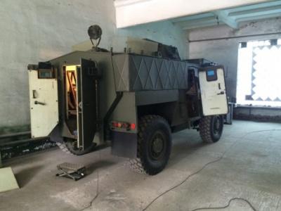 """В Україну прибули 55 бронемашин """"Saxon"""""""