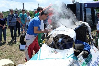У Чернівцях на автокросі горів автомобіль спортсмена із Болгарії (ФОТО)