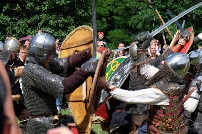 Вікінги у Чернівцях святкували день літнього сонцестояння (ФОТО)