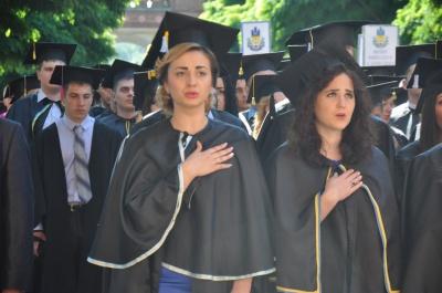 Магістри ЧНУ отримають дипломи на День Конституції