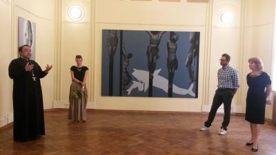 У Чернівцях відкрили виставку картин на тему сакральних християнських мотивів (ФОТО)