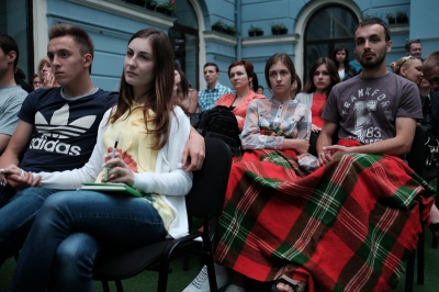 Близько сотні кіноманів у Чернівцях цілу ніч дивились українські фільми (ФОТО)