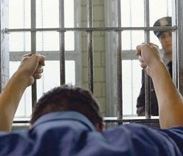 На Хмельниччині втекли шестеро засуджених, поранивши конвоїрів