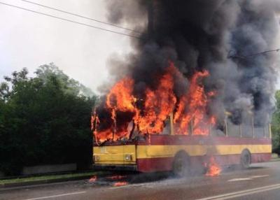 Львовом проїхався палаючий тролейбус