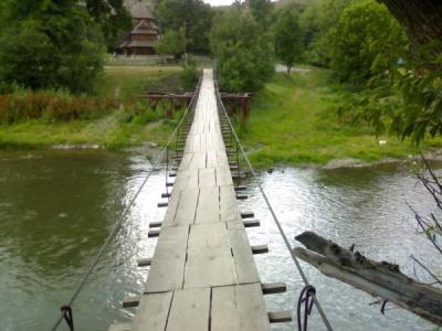 У селі на Буковині розібрали міст і не будують новий