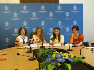 Чернівецьким школярам сподобались у Верховній Раді депутатські місця і трибуна