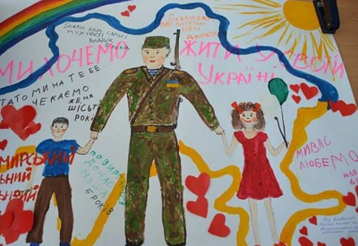 Хлопці на фронті запитують, чи немає дитячих листів, - волонтерка з Чернівців