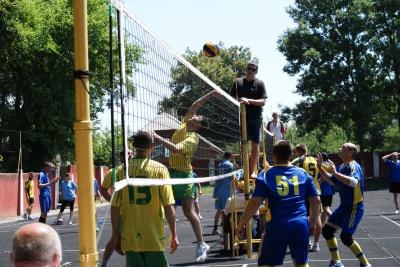 Буковинські чиновники пограли у футбол заради боротьби з корупцією (ФОТО)