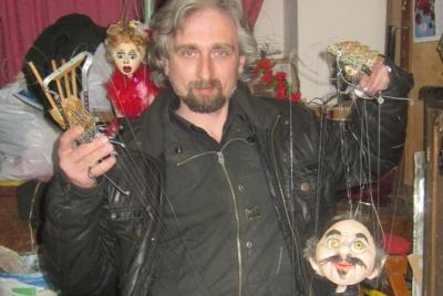 Екс-чернівчанин створює ляльки політиків та видатних персонажів
