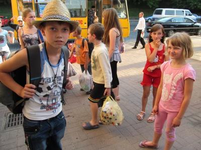 Дітей з Луганська, які відпочивали на Буковині, проводжали додому (ФОТО)