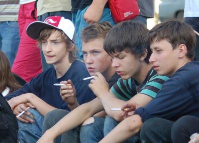 Кількість неповнолітніх курців в Україні збільшилась