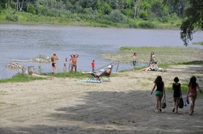 Чернівчанам радять не купатися в Пруті