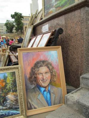 """У містечку майстрів на """"Петрівському ярмарку"""" художники продають портрет Кузьми"""