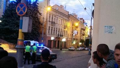 У підозрілому пакеті в центрі Чернівців виявилася частина військової антени (ФОТО)