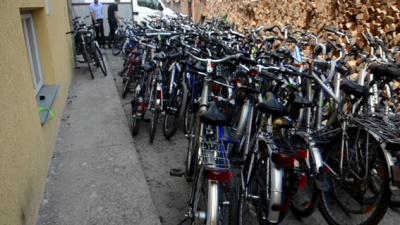 Міліція викрила магазин у Чернівцях, де продавали крадені велосипеди (ФОТО)