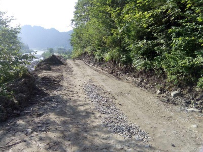 На Буковині відновили проїзд дорогою, яка була пошкоджена зсувом
