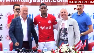 Українського консула в Туреччині звільнили через футболку з Путіним