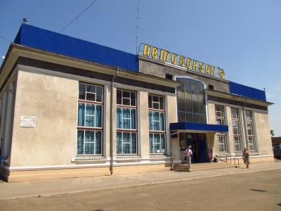 В центральному автовокзалі Чернівців радять не панікувати пасажирам: він працює за звичним розкладом