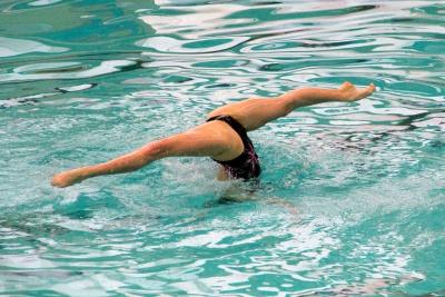 Як з користю плавати у басейні