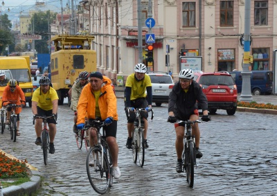 Екс-прем'єр Литви приїхав на велосипеді в Чернівці (ФОТО)