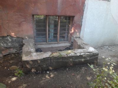 Новодністровець застряг у вікні підвалу