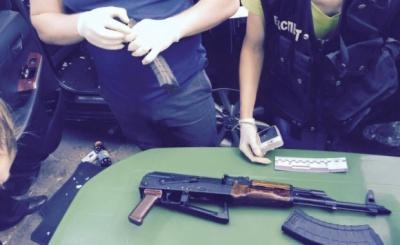 На Чернігівщині в авто виявили 500 конвертів із грошами та патрони