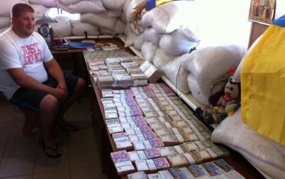 На трасі Маріуполь-Донецьк затримали авто в якому везли 8 мільйонів