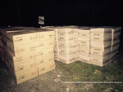 Чернівецькі прикордонники виявили 420 ящиків з контрафактними цигарками на суму майже 2 мільйони гривень