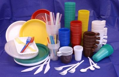 Вчені закликають заборонити пластиковий посуд
