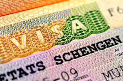 Українцям стало важче отримати шенген-візу