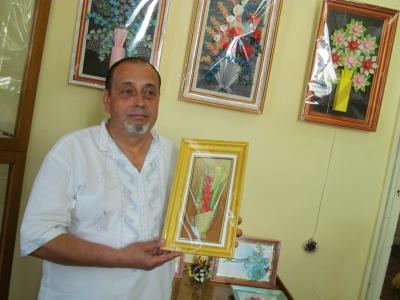 Чоловік, якому лікарі пришили пальці, створив серію паперових картин (ФОТО)